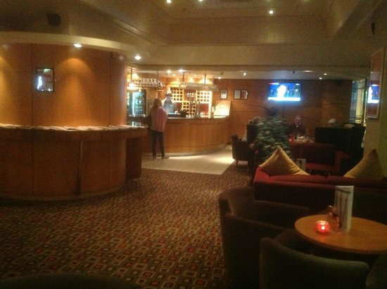 Holiday Inn: Lobby lounge facing bar area.  Complimentary papers on rack in center of room.