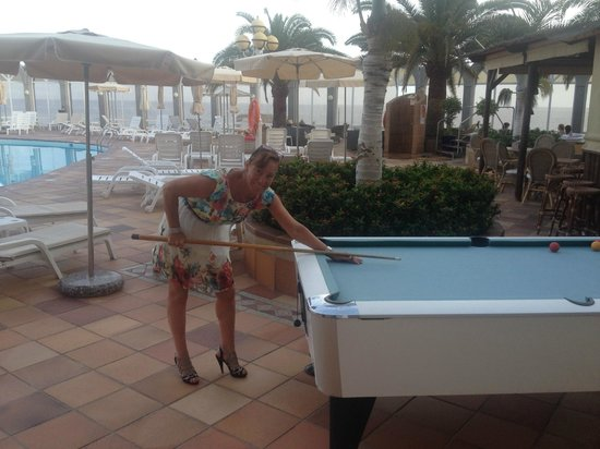 San Agustin Beach Club: pool table next to swimming pool (keep the noise down!!)