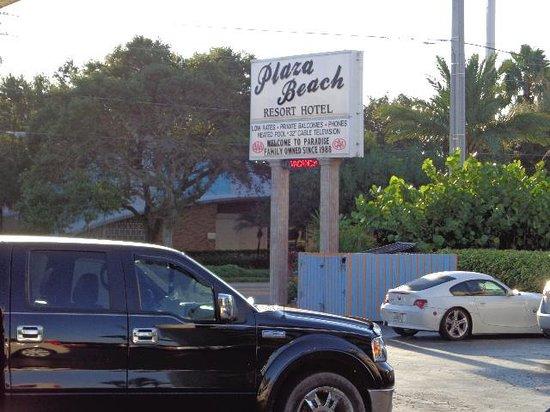 Plaza Beach Hotel - Beachfront Resort : Einfahrt