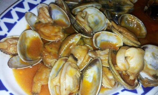 Moscon: Excelentes almejas con una gran salsa marinera