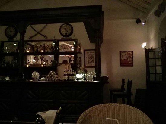 Royal Bar & Hotel Restaurant: Dinner room bar