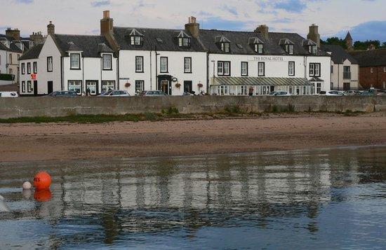 Royal Hotel Cromarty: l'hôtel vu de la jetée