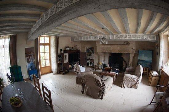 Manoir de Coulandon : La salle à manger salon..