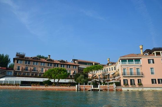 Belmond Hotel Cipriani: Hotel as you leave on the launch