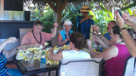 Hotel Molokai: Lei making