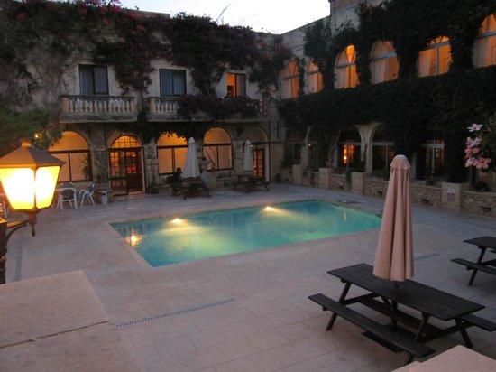 Cornucopia Hotel: Pool