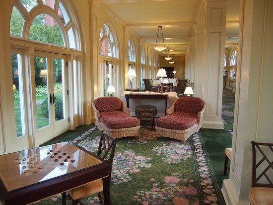 The Omni Homestead Resort: Sitting area going to east wing