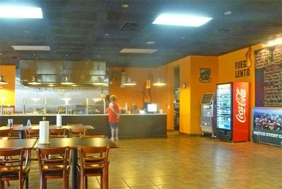 Fuego Lento BBQ: LOTS of space open when we visited (5ish, Saturday evening)