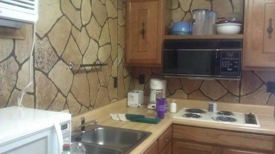 Indian Point Lodge: kitchen