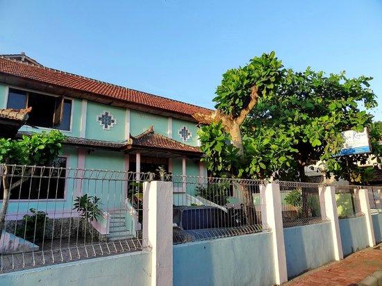 Villa Puri Royan : вид на отель с улицы