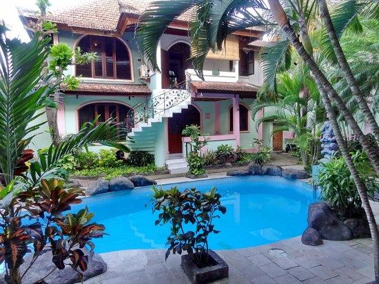 Villa Puri Royan : территория отеля