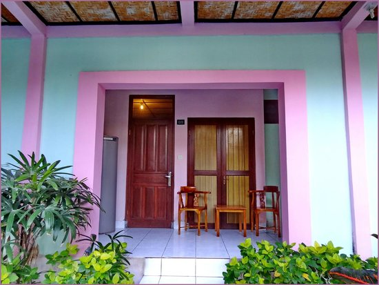 Villa Puri Royan : Вход в номер и терраса