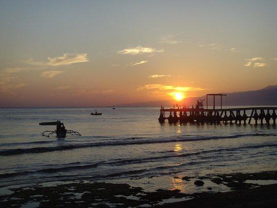 North Bali Beach Cottages: Sonnenaufgang