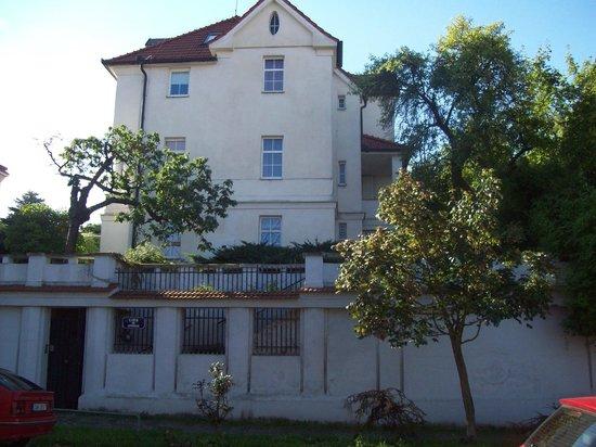 LIDA GUEST HOUSE LOPATECKA 26 147 00 PRAHA 4 - PODOLI