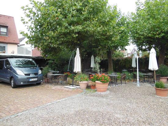 Jauch's Loewen: Garden section of the restaurant