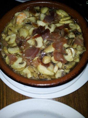 Avenida Restaurante: gamberetti con jamon e funghi