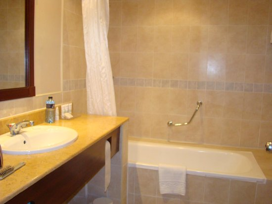 Southern Sun Mayfair Nairobi : baño