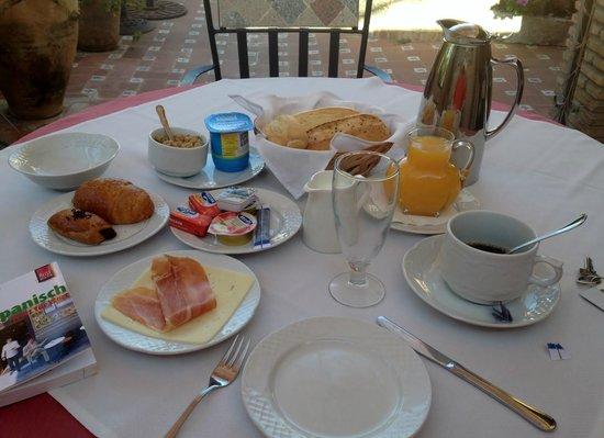 Hotel Monte Victoria: Frühstück im Garten
