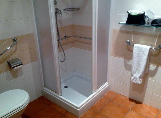 Hotel Monte Victoria: Duschbad