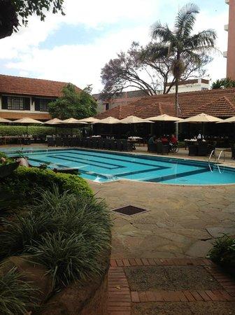 Southern Sun Mayfair Nairobi: piscina