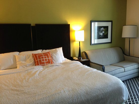 Fairfield Inn & Suites Elkin Jonesville: bed & pull-out couch