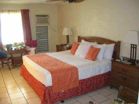 Bolongo Bay Beach Resort: View of room