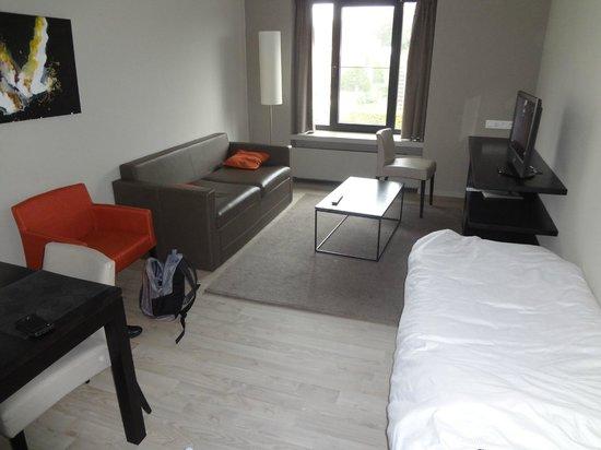 Aparthotel Castelnou : Гостиная