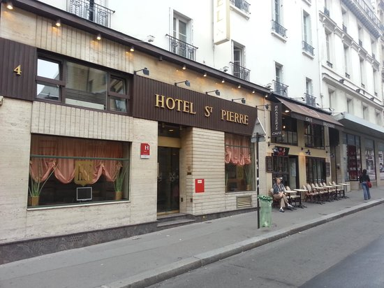 Hotel Saint Pierre: Relaxing at Bistro One, next to Hotel