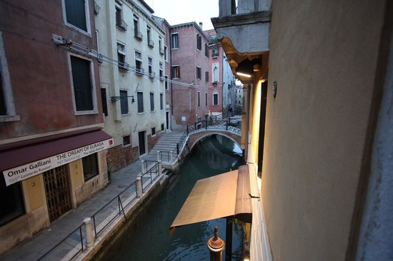 Hotel Ala - Historical Places of Italy: Canal view