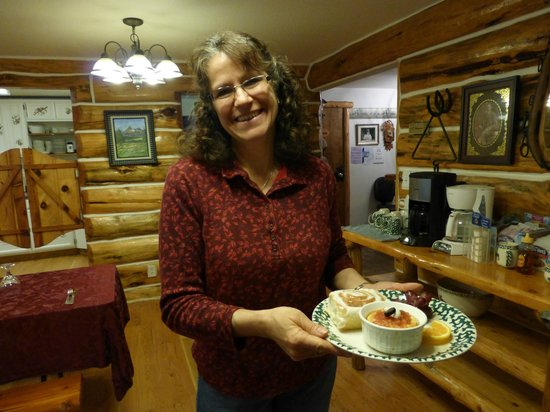 Skyline Guest Ranch and Guide Service: Liz Jackson, awesome cook, during breakfast at Skyline Guest Ranch  B & B