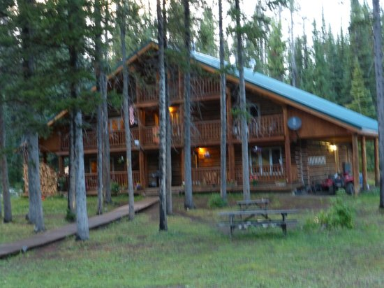 Skyline Guest Ranch and Guide Service: Skyline Guest Ranch beautiful log lodge