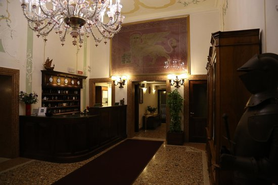 Hotel Ala - Historical Places of Italy: Reception area