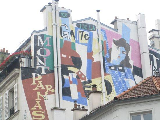 Timhotel Tour Montparnasse : street graffiti