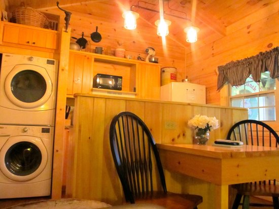 Cabins of Asheville: Kitchen area