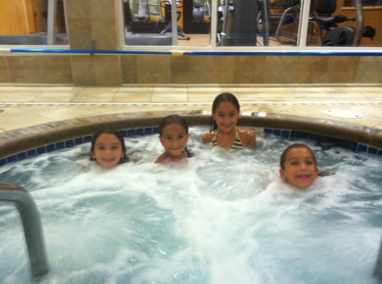 Hilton Garden Inn Lakewood: My daughters enjoying the pool and spa area