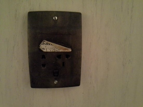 Elmore Lodge Motel: dirty switch