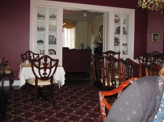 Holladay House Bed and Breakfast : Dining room