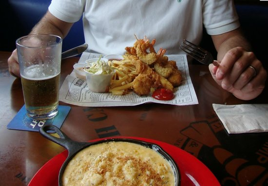 Bubba Gump Shrimp Co.: Forrest's Seafood Feast & Shrimp Mac n Cheese