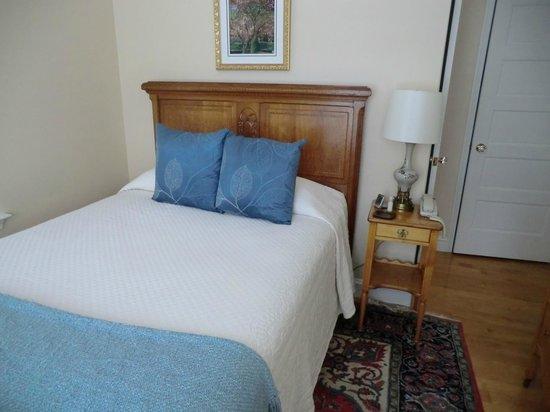 Woodley Park Guest House: Comfy bed