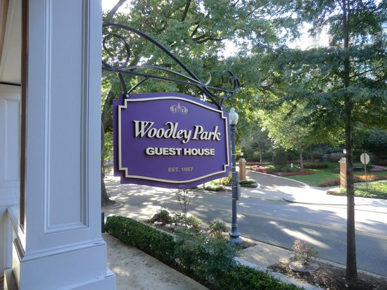 Woodley Park Guest House: From the front porch