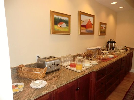 Woodley Park Guest House: Breakfast spread