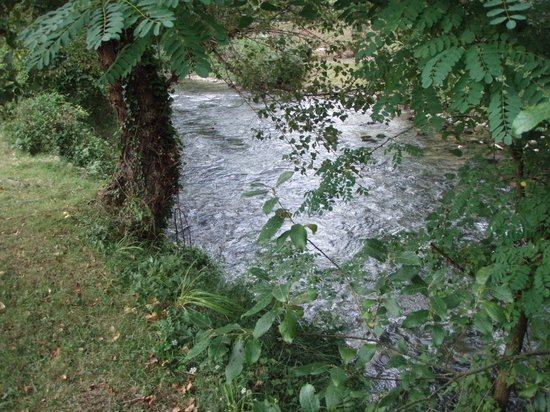 Les Eaux Tranquilles : The River Aude - crystal clear and just loud enough!