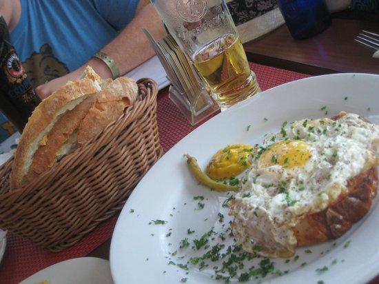 Oesterreicherhaus: Meatloaf, Presidente, and warm bread