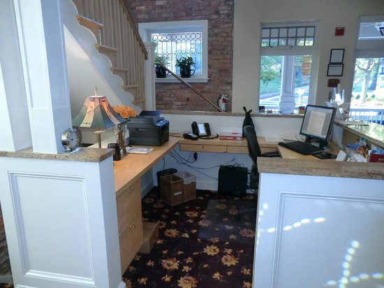 Woodley Park Guest House: The reception desk