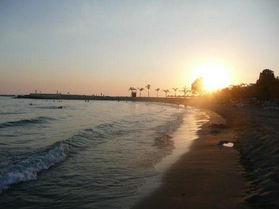 Mediterranean Beach Hotel : sunset