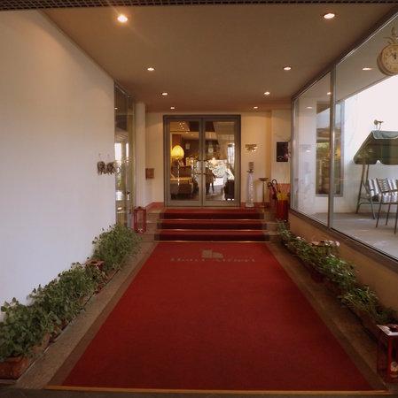 Hotel Alfieri: L'ingresso principale