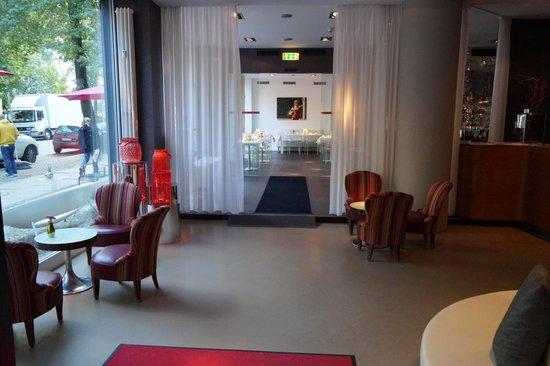 Q! Casa Hotel Berlin: Холл