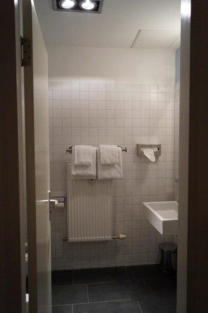 Q! Casa Hotel Berlin: Ванная