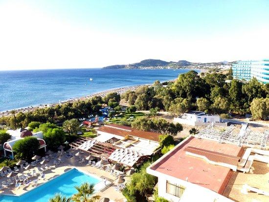 Pegasos Deluxe Beach Hotel : Blick nach Faliraki