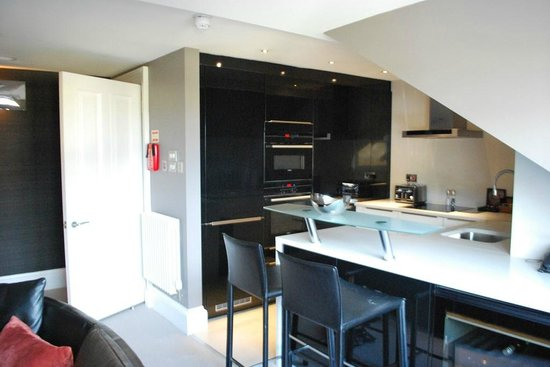The Chester Residence: Kitchen